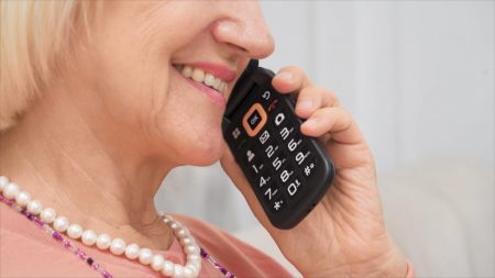 V909T Flip phone